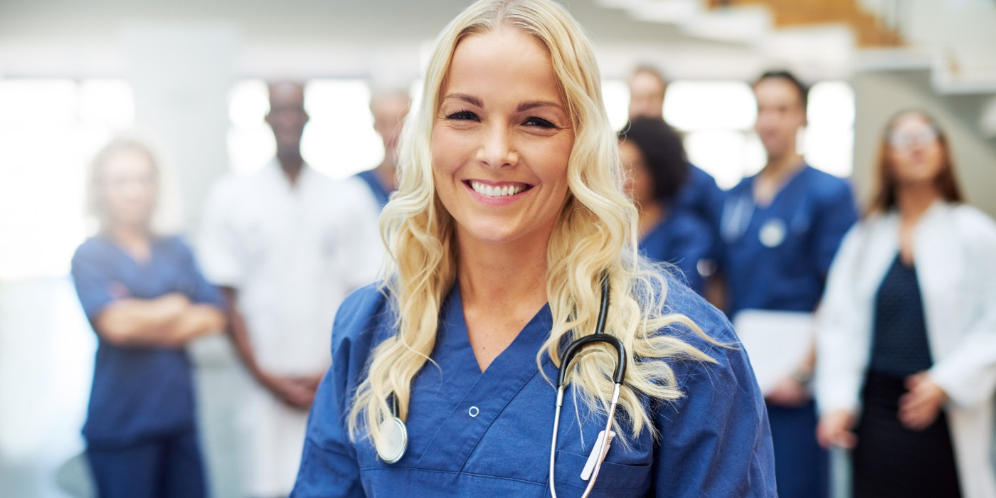 null  - smiling blond doctor with stethoscope in hospital 1400px - ΠΡΟΣΦΟΡΕΣ  - smiling blond doctor with stethoscope in hospital 1400px - ΠΡΟΣΦΟΡΕΣ